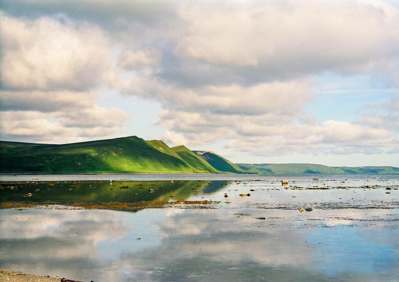144 La costa orientale dell'isola Bering vista dalla baia Bujan copia